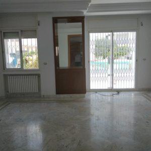 Appartement s3 au RDC dans une résidence à ennasr côte la clinique