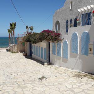 Rez-de-jardin de maison à 30 mètres de plage