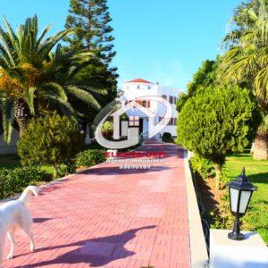 Villa avec piscine sur un terrain de 1756 m²