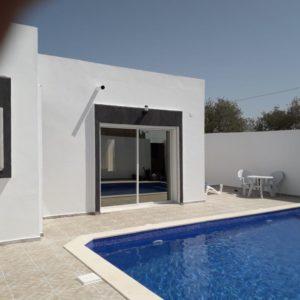 Superbe villa avec piscine proche de la mer à Djerba Midoun