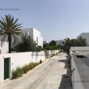 Villa S+3 avec piscine et jardin à Gammarth