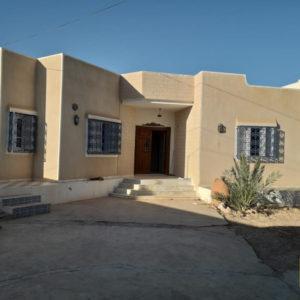 Spacieuse villa à Djerba Midoun au bord de la route