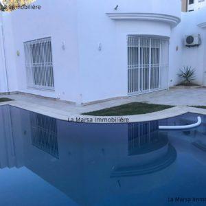 Villa S+3 avec piscine à la Soukra