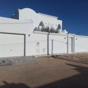 Villa Guitara avec piscine 06 pièces et garage à 07 min de la mer à Djerba