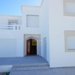 Spacieuse villa de haut standing proche centre ville Midoun