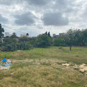 Terrain d'une superficie 910 m² , situé à ksour gharnata – Chot Mariem sousse
