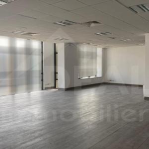 Bureau de 483 m² aux Berges du Lac 2