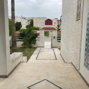 Villa à usage professionnel/commercial à El Manar