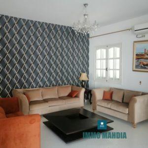 Villa haut standing meublée en S+4 avec jardins et abri de voiture située à Zwila de Mahdia