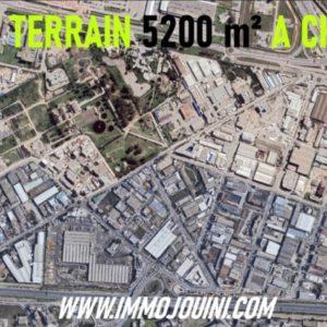 Terrain 5200 m² sur La Route à Charguia 1