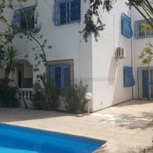 Villa S4 avec piscine à 8 min de PMF Menzah 7