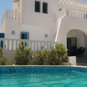 Villa S+3 avec piscine à Midoun Djerba Spacieuse